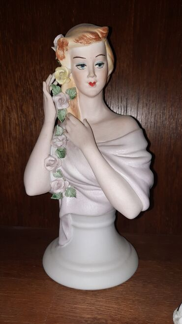 Porcelanska figura zene-bez ostecenja
