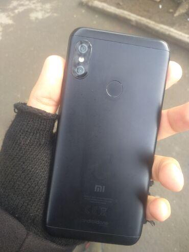 xiaomi 20800mah в Азербайджан: Xiaomi Mi A2 Lite32 yaddas hec bir problemi yoxdur barmaq izi isleyir
