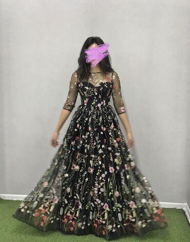 Корсажное платье с цветочной вышивкой одевала один раз от дома моды На