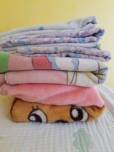 Детские вещи и одеялки. одеяла и пелёнки пятьсот сомов за все. слипики