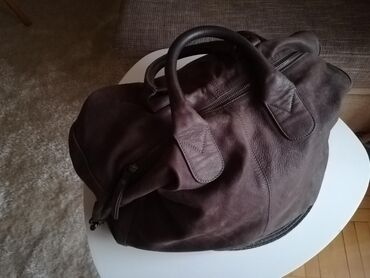 Kozna zenska torba, kupljena u Italiji. Nosena vrlo malo. Kvalitetna