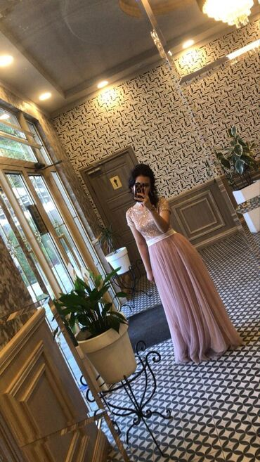 Продаю шикарное платье,размер 42,было одето один раз на свадьбу