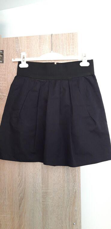 Zara crna suknjica, obucena 2 puta i vise nikad zato sto mi je