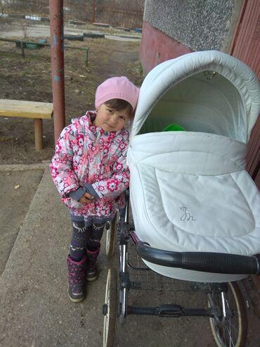 Детский мир - Базар-Коргон: Коляска 2 в 1.экокожа.легко обтирается влажной салфеткой.покупали в