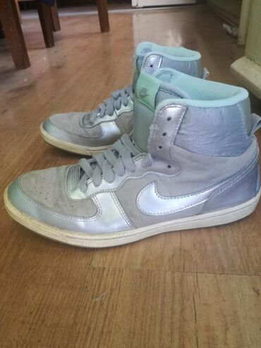 Ženska patike i atletske cipele | Jagodina: Original nike ženske patike za 800 din. Nošene su ali su u veoma
