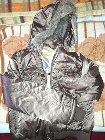Prelepa kratka jaknica. samo dva puta nošenje. velicina xxl