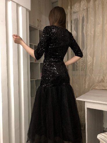 вечернее платья русалка в Кыргызстан: Вечернее платье, русалка Подчеркивает фигуру Продаю или Сдаю!!! размер