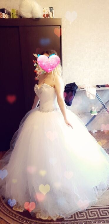 Свадебные платья - Кызыл-Суу: На прокат красивое,легкое платья ручной работы не дорого привазила из