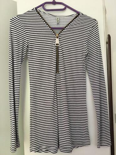 Majice na veliko - Srbija: Uska majica na pruge. Jednom je nošena, bez ikakvih oštećenja je i kao
