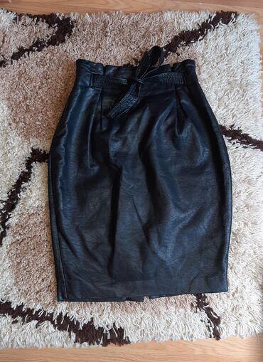 H&m suknja od imitacije koze,visok struk.Naznacena velicina je 34