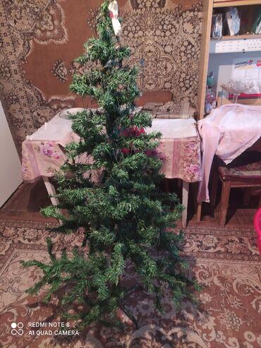 Товары для праздников - Кыргызстан: Продаю елку в хорошем состоянии срочно званить или писать вацап
