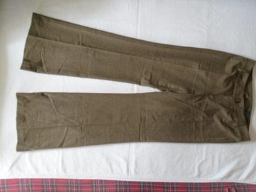 Poslovne pantalone - Srbija: Poslovne pantalone na peglu. Nogavice se pri dnu malo šire pa lepo