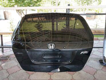 рулевая рейка honda fit в Кыргызстан: Хонда Фит крышка багажника в сборе (без дворника). Провода целые.Под