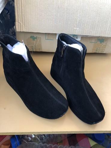 черное платье размер 38 в Кыргызстан: Новые Ботинки на платформе, замшевые, очень красивые, 38 размер. 2000