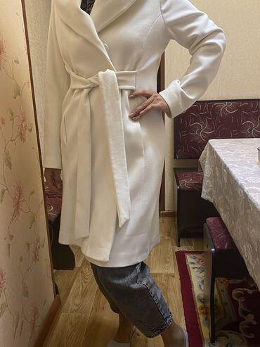 Турецкое белое пальто 40 размер,одевали 1 раз,подойдёт и беременным