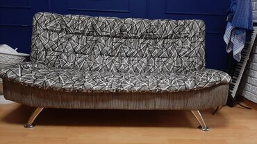staryj divan sovetskij в Кыргызстан: Продаю диван в идеальном состоянии. Очень удобный. для кафе, офиса