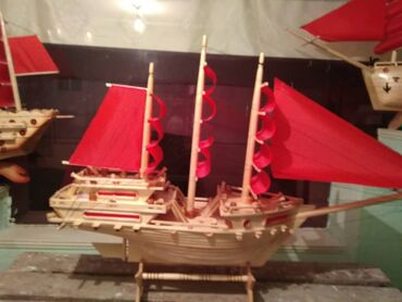 Продаётся сувенирная корабль. Длина 120см,высота 50-60см