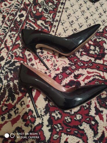 Женская обувь в Каракол: Продаю туфли на лак б/у