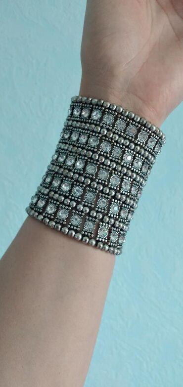 Украшения в Токмак: Браслет с Сваровскими камнями. На руках смотрятся красиво. На солнце