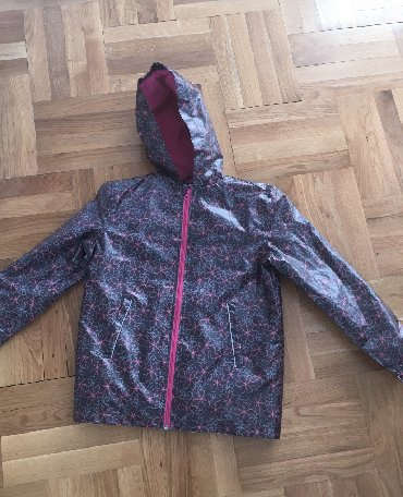 Dečija odeća i obuća - Lebane: Jakna. Uzrast 12 god/ 152  Izgleda kao kisna kabanica, interesantan ma