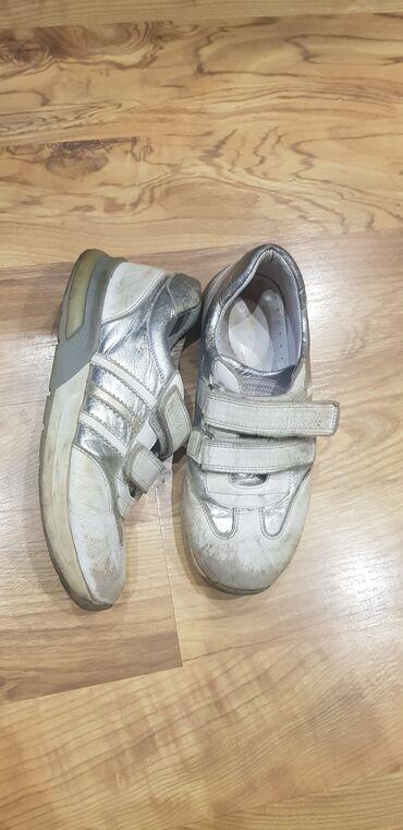 Продаю кроссовки натуральная кожа.Турция. Покупали за 2900 с отдаю за