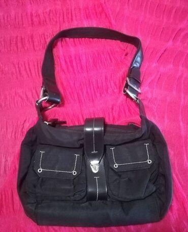 Sako crne boje - Srbija: Sportsko-elegantna torba crne boje sa mnogo pregrada, dimenzije 30x20