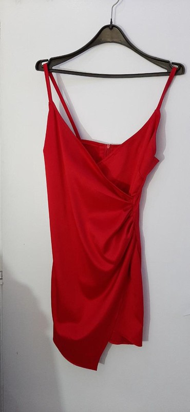 Crvena satenska haljina - Srbija: Crvena haljina, šivena po meri ali odgovara veličini xs ili s, jednom