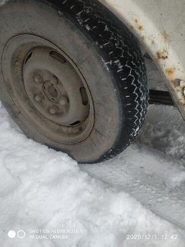 шины 13 радиус бу в Кыргызстан: Москвичовский Шины с дисками 3 штуки Цена 4 тыс за три штуки