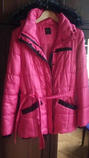 женские ветровки с капюшоном в Азербайджан: Куртка зимняя,с отстегивающимся капюшоном, длинная, как новая,покупала