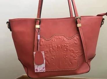 Prada torba je turskoj e - Srbija: Nova torba sa etiketom i cenom 5450din, otvorena je isključivo zbog