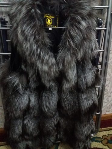Женская одежда в Кыргызстан: Меховая безрукавкасостояние хорошее,на замочке,размер L,70