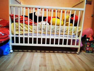 Kreveti-na-sprat - Srbija: Krevetac, ocuvan, bez fleka ili mrlja. Dusek takodje cist, ocuvan