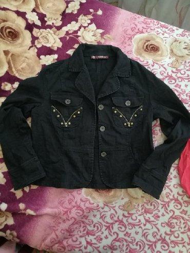 джинсовая жилетка женская в Кыргызстан: Продаю женскую джинсовую рубашку. Размер 46-48. Состояние хорошее