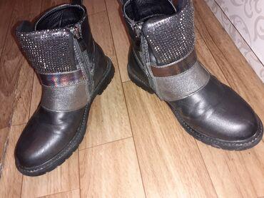 Продаётся весенне-осенние ботинки,на девочку 7 лет размер 31,стали