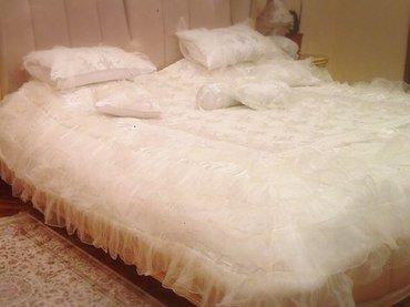 kenzo-постельное-белье-цена в Кыргызстан: Продаю свадебное покрывало. Имеется коробка. С кружевом и расшитое