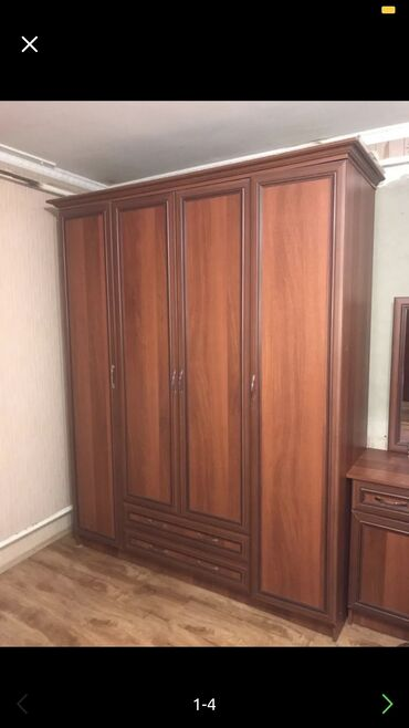 спальные кровати с матрасами в Кыргызстан: Продаю гарнитуру  Состояние отличное  Кровать очень удобный с матрасом