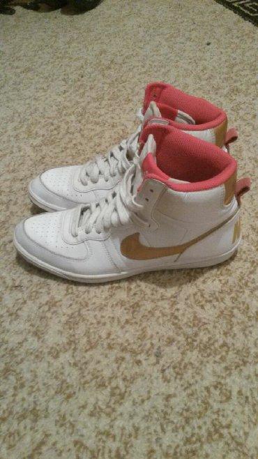Ženska patike i atletske cipele | Kragujevac: Redal model Najk zenskih patika sa zlatnim znakom br.40.Ocuvane kao