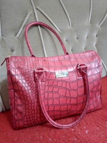 Avon dama - Srbija: Crvenoo,uvek u modi.Nova tasna,extra materijala,iz AVON kolekcije.Za
