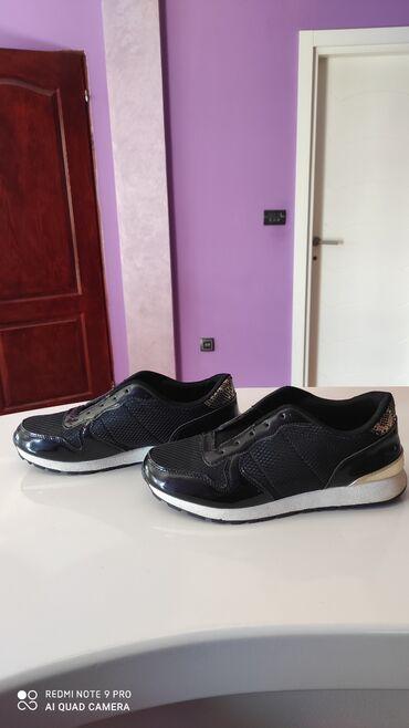 Ženska patike i atletske cipele | Batajnica: Zenske patike nove samo probane odlicne su