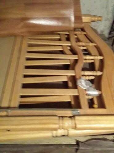 Кроватка детская разобранная. к ней тюль внутри мягкая обивка