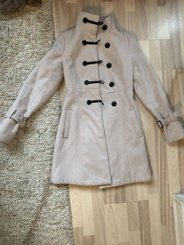 Пальто тёплое в хорошем состоянии, нужна химчистка