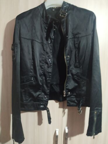 Классная женская куртка, состояние хорошее. Размер 36