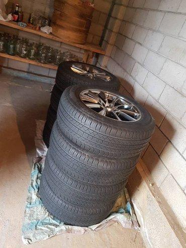 продаю шины с дисками зимние 235/60/18 nitto и летние 235/65/18 micnel в Бишкек