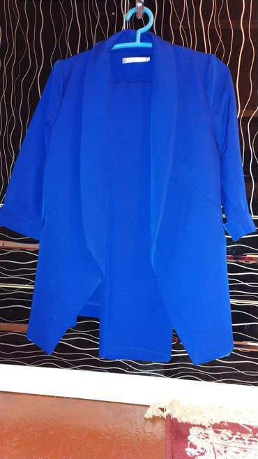 Трикотажную двойку - Кыргызстан: Двойка Продаю двойку новаядвойка,,костюм с брюками,размер 44,цена 1200