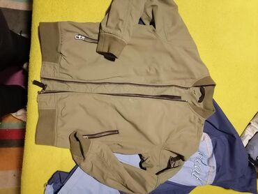 Zelena letnja h&m jakna ima ih dve sa malim ostecenjima al