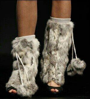 Grejači za noge u  crno beloj boji , sivoj  boji  i leopard boji imam  - Kragujevac