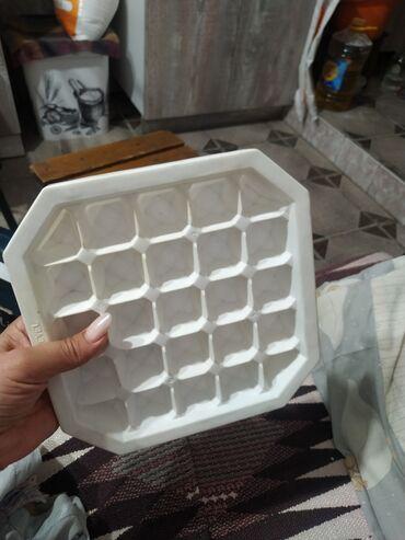 Отдаю даром форму для заморозки льда. Целая