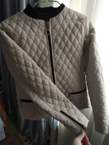 Лёгкая курточка! одевала всего 2 раза, состояние идеальное!38-размер в Бишкек