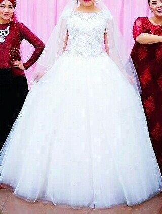 Свадебные платья - Токмак: Сдам на прокат очень красивое свадебное платье в стоимость входит фат
