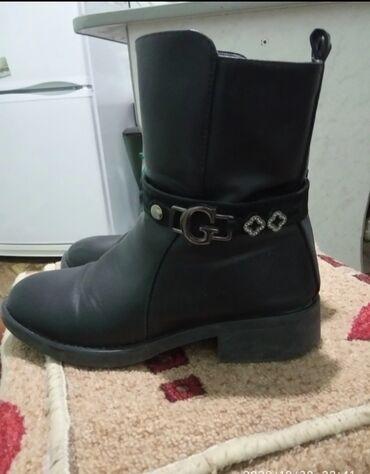 Продаю подростковую обувь в хорошем состоянии:Полусапожки деми черные